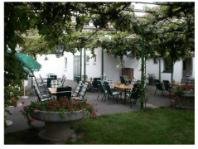 Hatlábú vendégeink, avagy miért volt nálunk mindig teltház Bécsben?