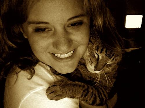 lány macskával