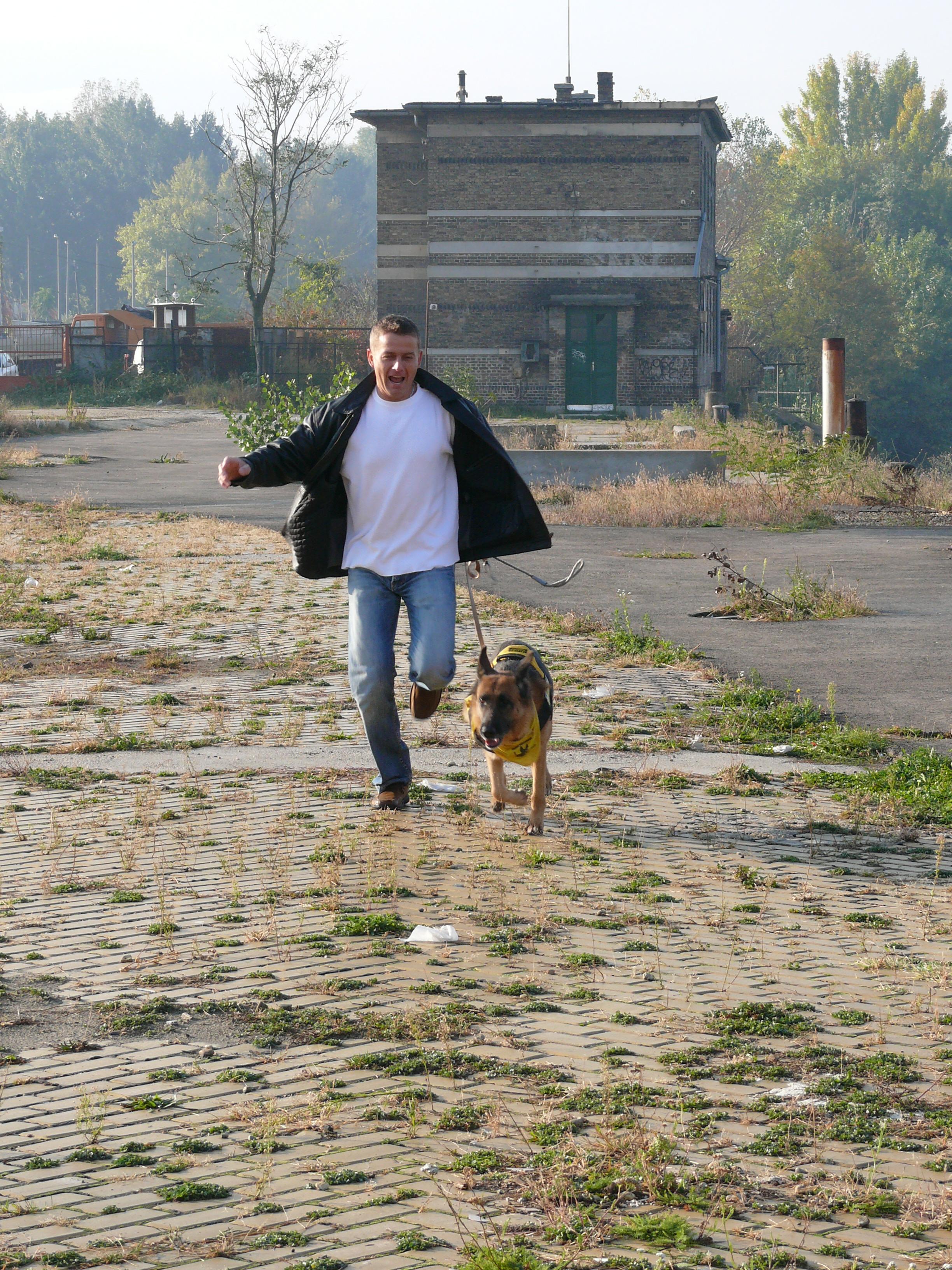 Rékasi Károly és Lavina futnak a Duna-parton