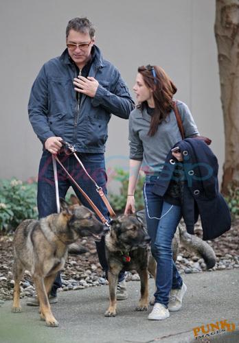 Kristen Stewart és kutyái