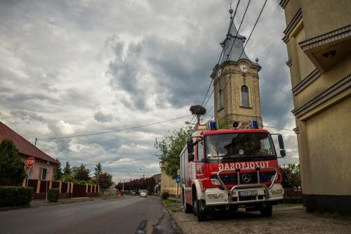 Tűzoltóautó a helyszínen