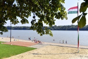 Kutyabarát strand újult meg a Dunakanyarban
