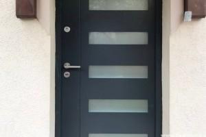 Saját stílus, egyedi kivitel – biztonsági bejárati ajtó