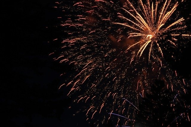 fireworks-2178924_640