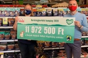 Ismét összefogtak a Fressnapf vásárlói: közel 12 millió Ft adomány a Kutyák Határok Nélkül Alapítványnak